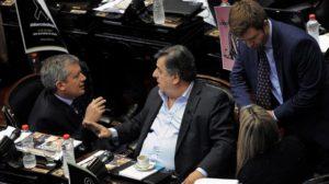 De izquierda a derecha: Emilio Monzó (presidente de la Cámara de Diputados), Mario Negri (Jefe del bloque UCR) y Agustín Massot (Jefe del bloque PRO) discuten respecto a la reforma. Foto: Télam / Fernando Sturla.